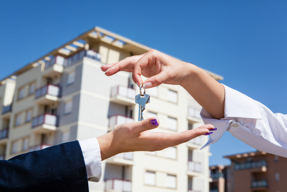 Realtor is giving the keys to an apartment to some clients